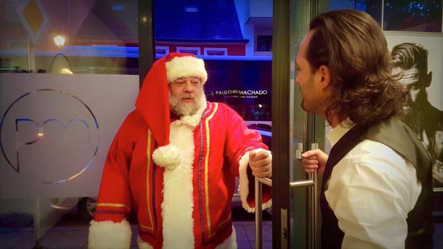 When Santa needs a hairdresser